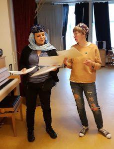 """Актрисы мюзикла """"1001 джинсы Катя Барболина и Наталия Кобургер"""""""