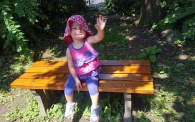 Nezabudka 5: eine Verschönerungskur für die Spielplatzbänke